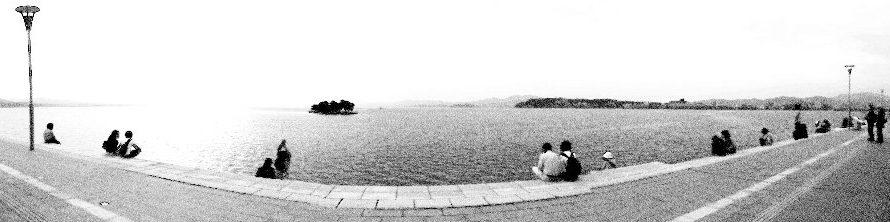 【絵画調変換No012】宍道湖嫁ヶ島パノラマ/鉛筆画